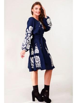 Синя вишита лляна сукня
