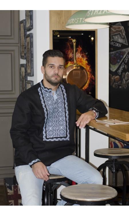 Чоловіча вишиванка на чорному льоні з білою вишивкою
