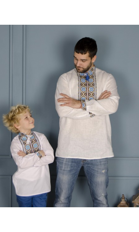 Чоловіча вишиванка біла з блакитною вишивкою