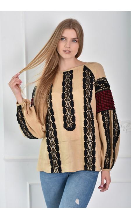Жіноча  вишиванка бежевого кольору