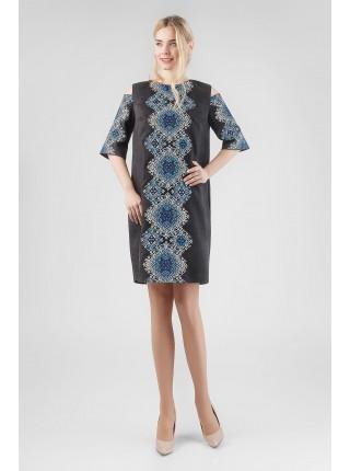 Сукня  чорна з синьою  вишивкою
