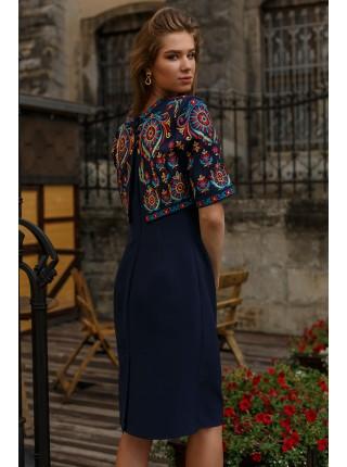 Сукня-футляр з ефектною вишивкою