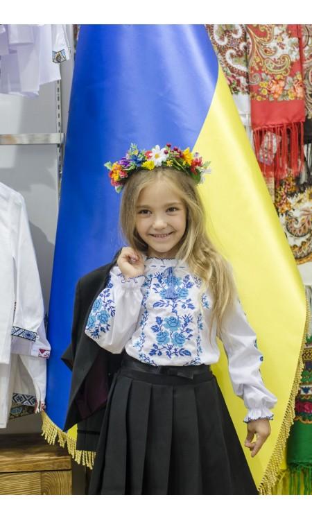 Вишиванка для дівчинки з синьою вишивкою, квіти