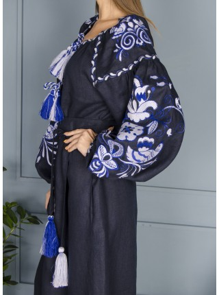 Синя лляна сукня, довга з білим орнаментом